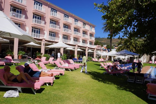 Mount Nelson Hotel by Orient-Express: The pool of the Mount Nelson in a beautiful park