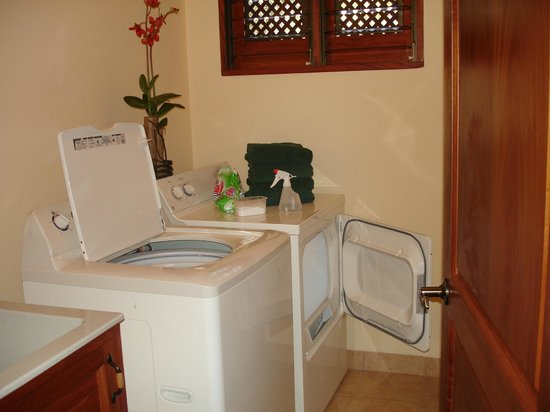 Club del Sol: laundry room