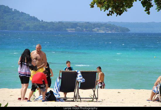 Luganville, Vanuatu: Costumers  enjoying the beach