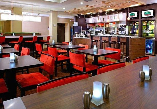 Courtyard by Marriott Altoona: The Bistro