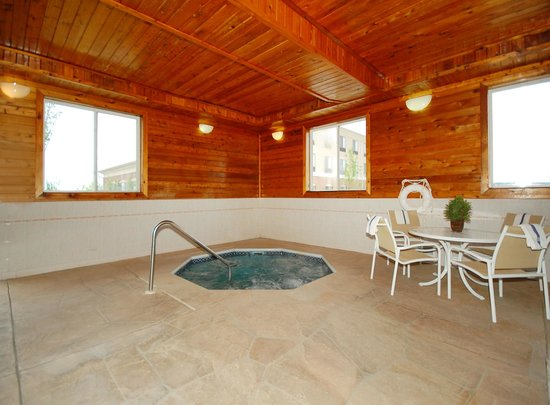 Morris, IL: Indoor Hot Tub