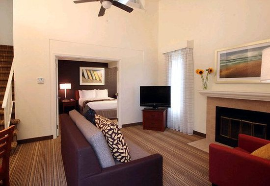Residence Inn Los Angeles LAX/Manhattan Beach: Penthouse Living Area
