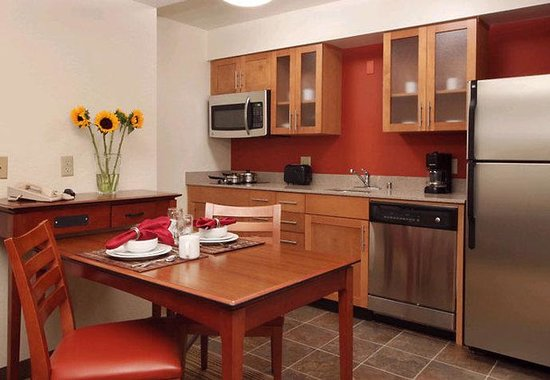 Residence Inn Los Angeles LAX/Manhattan Beach: Fully Equipped Kitchen