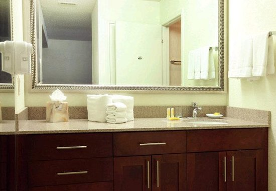 Residence Inn Los Angeles LAX/Manhattan Beach: Guest Bathroom