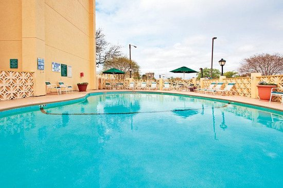 La Quinta Inn &amp; Suites Charleston Riverview: Pool