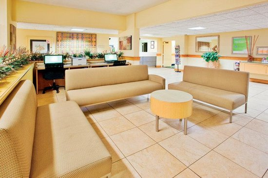 La Quinta Inn &amp; Suites Charleston Riverview: Lobby
