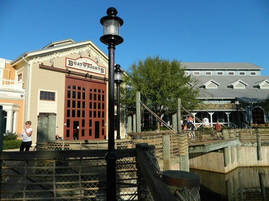 Disney&#39;s Port Orleans Resort - Riverside: grounds