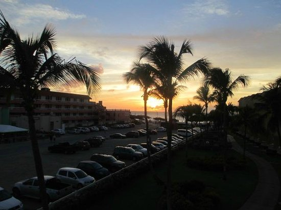 La Cabana Beach & Racquet Club: Sunset view. Do i need to speak?