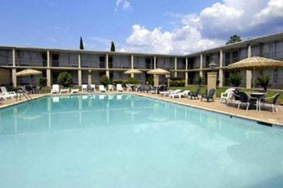 Thibodaux, LA: Catch the rays or cool off in the pool