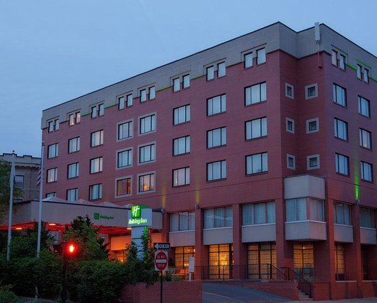 Holiday Inn Boston Brookline: Hotel near Fenway Park and Longwood Medical Area.