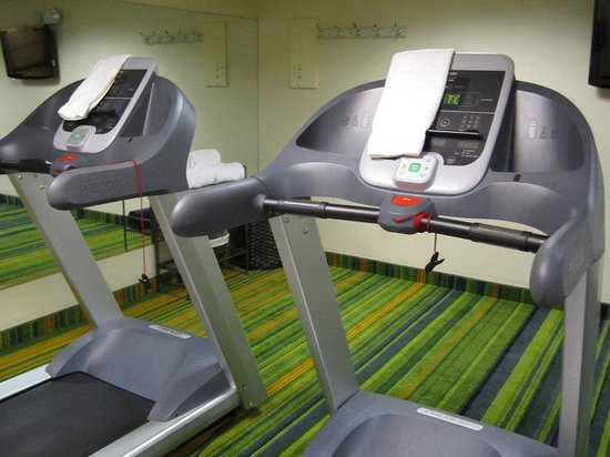 Holiday Inn Express Boston: Fitness Center features all new equipment and a pilates ball