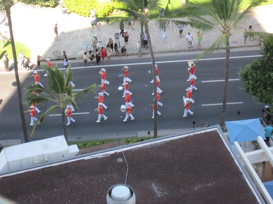 Waikiki Beach Marriott Resort & Spa: And one day a parade just marched by !
