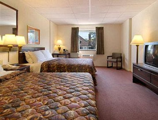 Days Inn Binghamton: Standard Two Queen Bed Room