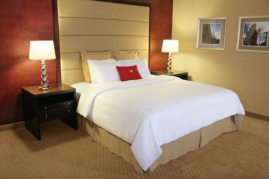 Crowne Plaza Downtown - Northstar: King Bed Guest Room