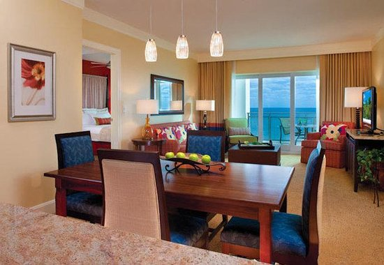 Riviera Beach, FL: Villa Dining & Living Room