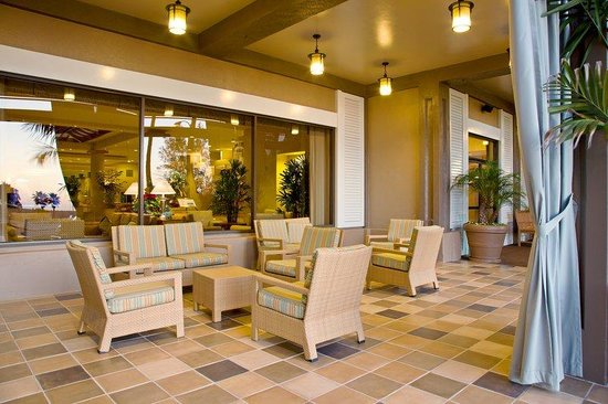 Crowne Plaza Redondo Beach &amp; Marina: Crowne Plaza Redondo Beach- cozy outdoor patio