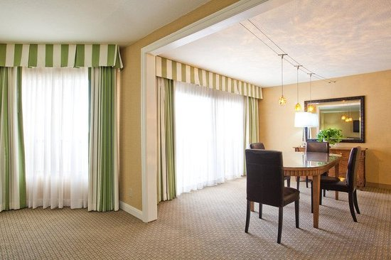 Crowne Plaza Redondo Beach & Marina: Junior Suite