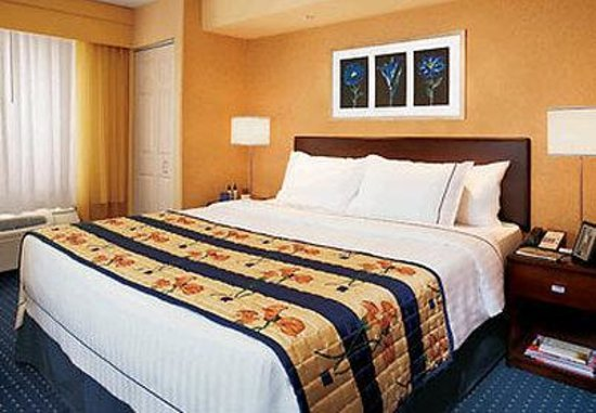 SpringHill Suites Des Moines West: Suite Sleeping Area