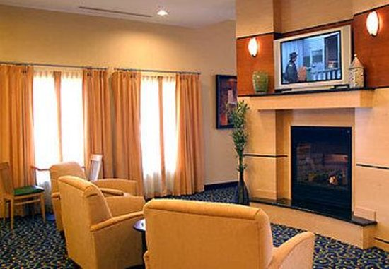 SpringHill Suites Des Moines West: Lobby Fireplace