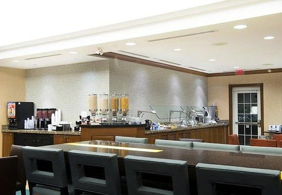 Residence Inn Mississauga-Airport Corporate Center West: Breakfast Area