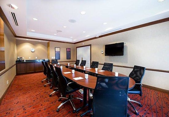 Residence Inn Mississauga-Airport Corporate Center West: Executive Boardroom
