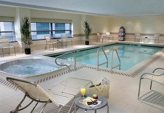 Residence Inn by Marriott Toronto Downtown / Entertainment District: Indoor Pool