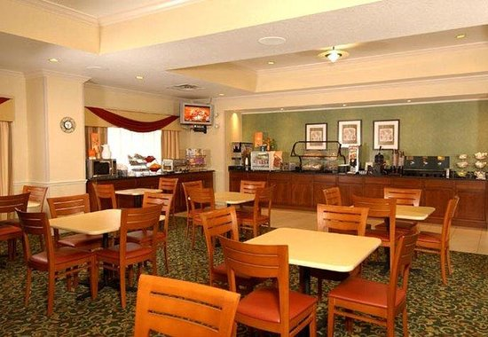 Fairfield Inn Orlando Airport: Breakfast Area