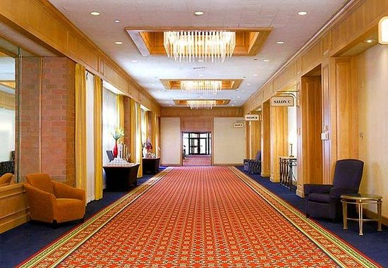 Racine, Wisconsin: Grand Ballroom Foyer
