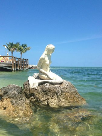 Postcard Inn Beach Resort & Marina at Holiday Isle: Mermaid statute