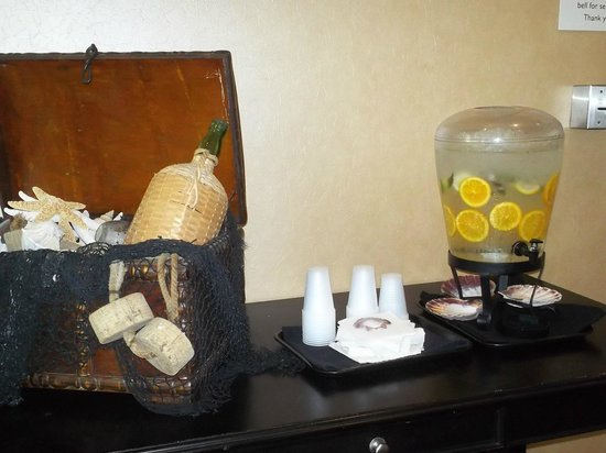 Residence Inn Amelia Island: As you enter the hotel, you can quickly refresh yourself.