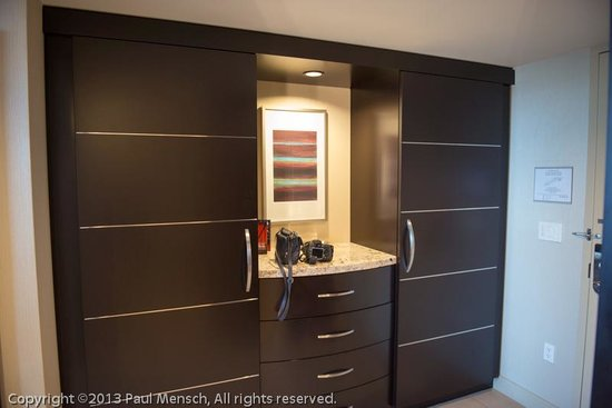 ARIA Resort &amp; Casino: Plenty of drawer and closet space