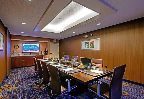 Courtyard by Marriott Frederick: Boardroom