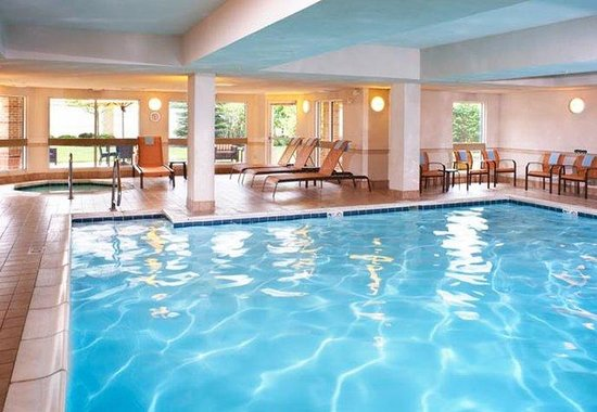 Middleburg Heights, OH: Indoor Pool &amp; Hot Tub