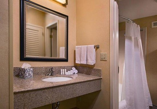 Courtyard by Marriott Baltimore Hunt Valley: Suite Vanity