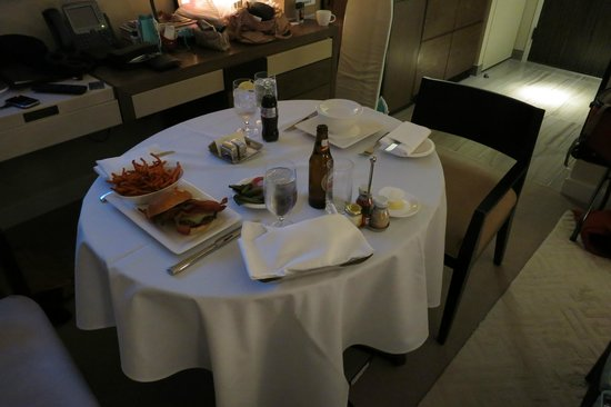 Trump SoHo New York : room service 