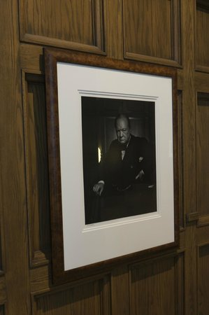 Fairmont Chateau Laurier: Original Karsh photo of Churchill in salon