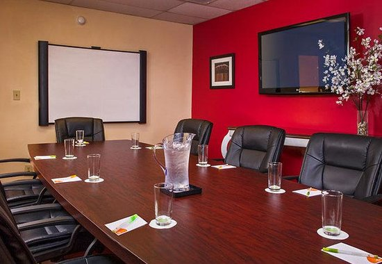 Hampton, VA: Boardroom
