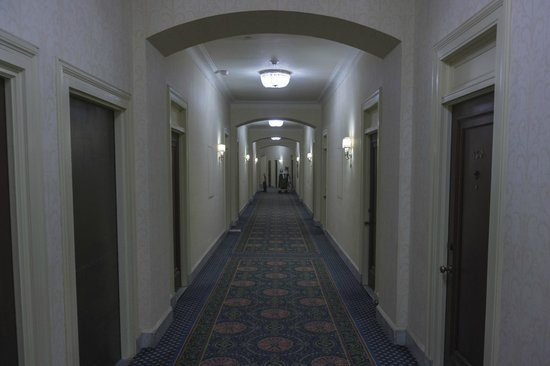 Fairmont Chateau Laurier: first floor hallway
