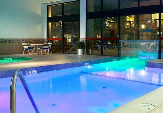 Courtyard by Marriott Dallas Arlington by the Ballpark: Indoor / Outdoor Pool