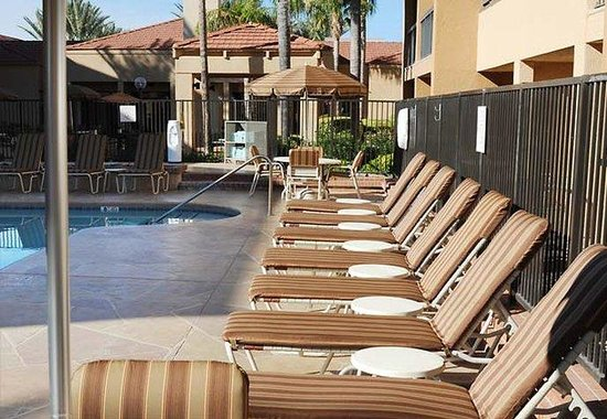 Courtyard by Marriott Tucson Airport: Outdoor Pool Patio