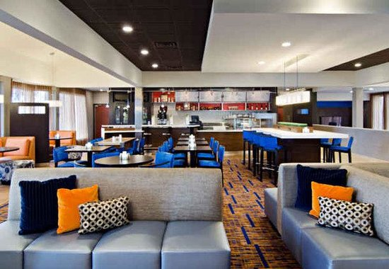 Courtyard by Marriott St. Louis Westport Plaza: The Bistro - Dining Area