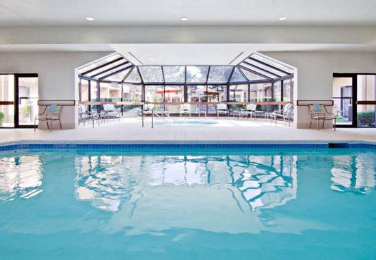 Courtyard by Marriott St. Louis Westport Plaza : Indoor Pool & Whirlpool