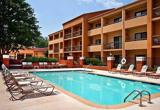 Courtyard by Marriott Charlotte SouthPark: Outdoor Pool