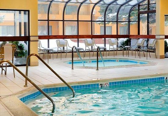 Des Plaines, IL: Indoor Pool & Whirlpool