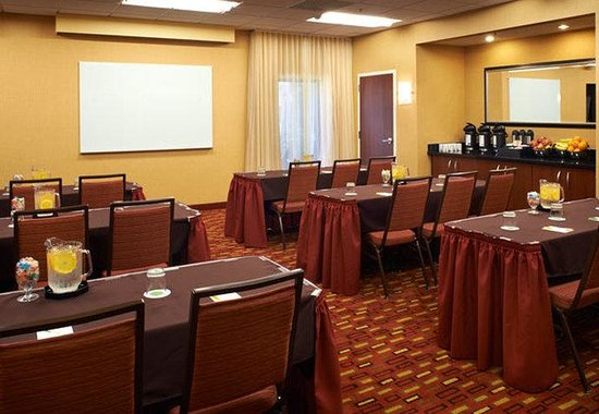 Arlington Heights, IL: Meeting Room