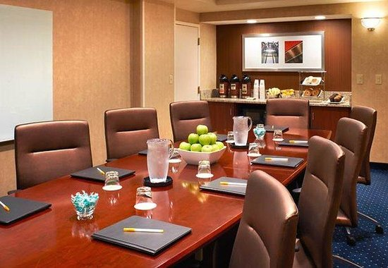 Courtyard by Marriott Cincinnati Covington: Executive Boardroom