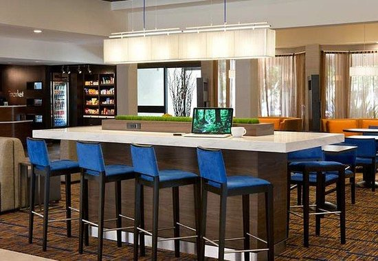 Courtyard by Marriott San Jose Airport: Communal Table