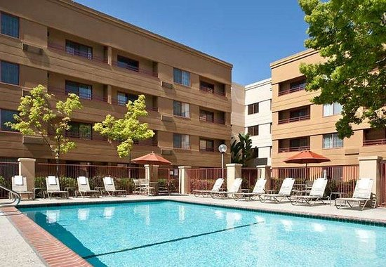 Courtyard by Marriott San Jose Airport: Outdoor Pool