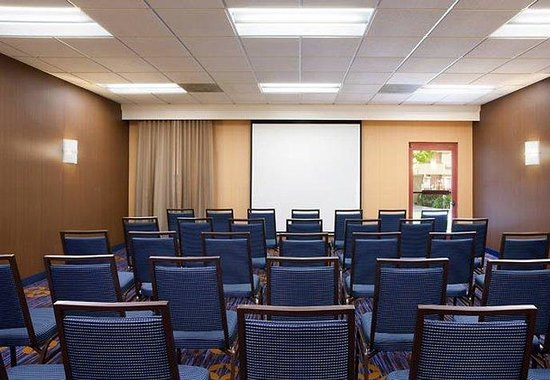 Courtyard by Marriott San Jose Airport: Meeting Room - Classroom Style