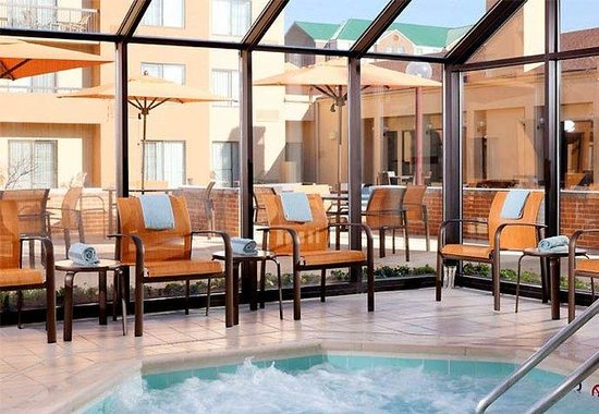 Courtyard by Marriott Greenbelt: Indoor Whirlpool